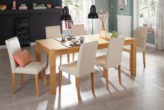 Die Essgruppe im zeitlosen Design besteht aus einem Tisch und sechs Stühlen. Die Stühle sind mit pflegeleichtem Kunstleder bezogen. Die Stuhlbeine, sowie der Tisch sind aus FSC®-zertifizierter, massiver Kiefer gefertigt und wahlweise in gelaugt/geölt, oder wengefarben lackiert erhältlich.   Details zum Tisch:  Maße (B/T/H): ca. 200/100/75 cm, 76 cm Tischhöhe, 2 cm starke Tischplatte, Höhe bis z...