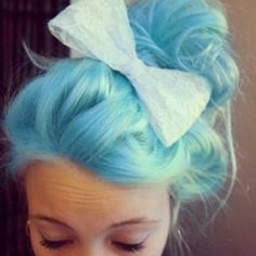 Cute! Gonna do my pink hair like this and I have the same bow in pink lol yay
