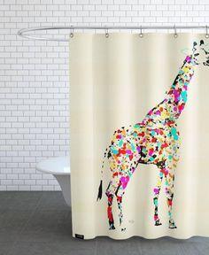 小さいバスルームを居心地の良い空間に JUNIQE の テキスタイル&アクセサリー The Art Giraffe Duschvorhäng