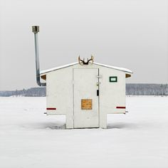 Photographer Richard Johnson has traveled across Canada on a singular mission to document hundreds of diverse ice-fishing huts across this great country. Ice Fishing Huts, Fishing Shack, Ice Shanty, Ice Fishing Shanty, Modern Farmer, Ice Houses, Fishing Photography, Photography Series, Architectural Photographers