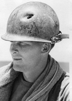 This is a picture of an American soldier that fought against the Vietcong in the Vietnam war and got shot in the head and marked the bullet Vietnam History, Vietnam War Photos, American War, American Soldiers, Native American, South Vietnam, Vietnam Savaşı, War Photography, Vietnam Veterans