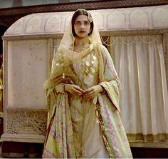 Deepika Padukones Deewani Mastani from Bajirao Mastani to be launched at a fashion show!