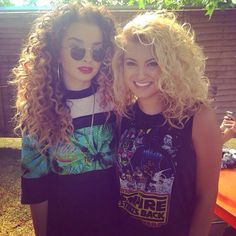 Tori Kelly and Ella Eyre at Wireless festival New Hair, Your Hair, Curly Hair Styles, Natural Hair Styles, Tori Kelly, Long Hair Tips, Curly Girl Method, Natural Curls, Hair Hacks