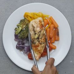 Easy chicken and rainbow vegetables tasty chicken videos, health chicken recipes, baked whole chicken Tasty Videos, Food Videos, Tasty Chicken Videos, Cooking Videos, Healthy Snacks, Healthy Eating, Healthy Recipes, Keto Recipes, Good Food