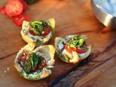 Tomate Mozzarella Tartletts aus der Muffinform - Living BBQ #Veggie #Fingerfood #Vorspeise #BBQ #Grillen