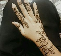Latest Amazing Mehndi Designs For Parties Hello Guys! here you will see Latest Mehndi Designs with Amazing Patterns for your Hands and. Henna Hand Designs, Tattoo Designs Wrist, Beautiful Henna Designs, Latest Mehndi Designs, Simple Mehndi Designs, Mehndi Designs For Hands, Mehndi Desgin, Mehndi Tattoo, Henna Mehndi