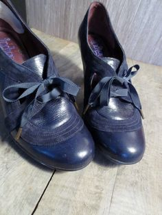 Chaussure Clarks pour femme, souliers en cuir noir Indigo by Clarks de la  boutique JacquardVichy 120c12a7f302