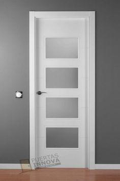 puerta abatible con perfiles altos chapa de seguridad y manijas de acero inoxidable aluminio y. Black Bedroom Furniture Sets. Home Design Ideas