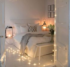 There are a lot of natural ways of decorating your bedroom. For example, you can use natural gifts like wonderful looking sea shells, glass, pine cones etc. Using these items can result in a brilliant texture to the bedroom decoration. Bedroom Decor For Small Rooms, Teen Room Decor, Room Ideas Bedroom, Bedroom Décor, Natural Bedroom, Teen Bedroom Designs, Cozy Room, Aesthetic Bedroom, Dream Rooms