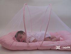 Berço Portátil Mosquiteiro BabyKinha <br>Moisés para bebê <br> <br>Imagine seu bebê recém nascido, nos primeiros dias de vida, <br>dormindo juntinho a você. <br>Sem precisar ficar revezar várias vezes entre berço e cama. <br>Com o véu de proteção a mamãe não precisa mais se preocupar com mosquitos. <br>E, com a praticidade de levar o Mosquiteiro Berço Cama Móvel para onde você quiser. <br> <br> Berço Portátil com Véu de Proteção BabyKinha <br>* 100% algodão super confortável. <br…