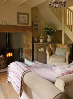Lavender Cottage in Country Homes and Interiors. Lavender Cottage in Country Homes and Interiors. Cottage Living Rooms, Home Living Room, Living Room Decor, Cottage Lounge, Cozy Living, Lavender Living Rooms, English Living Rooms, Country Lounge, Cottage Stairs