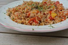 Gezonde rijstschotel met gehakt en paprika Fried Rice, Fries, Pasta, Healthy Recipes, Ethnic Recipes, Food, Tomatoes, Red Peppers, Essen