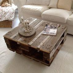 Mindre soffbord med underbar grå patina från väder och vind.