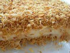 Muhallebili kadayıf - Custard with Shredded wheat and nuts - Turkish Desert Armenian Recipes, Turkish Recipes, Ethnic Recipes, Delicious Desserts, Dessert Recipes, Turkish Sweets, Good Food, Yummy Food, Arabic Food