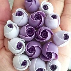 They are ridiculously fun to make, plus they are purple ya know!! #edibleart #sugarart #roses #buds #sugarroses #mini #cakes #cupcake #toppers #cakedecorating #cakeideas #cakedesign