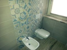 "Rivestimento bagno con decori in ""Cementine"" - Bathroom wall decorations in ""Cementine"""