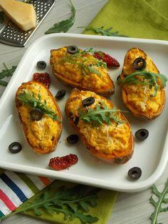 Pieczone bataty z serkiem i suszonymi pomidorami |