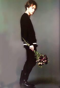 三代目J Soul Brothers from EXILE TRIBE 登坂広臣 Tosaka Hiroomi Yes men and flowers go hand in hand is like they are gonna go to your door barring bunches of flowers for us ladies =) Yes Man, 三代目j Soul Brothers, Japanese Artists, Man Crush, Girl Crushes, Singer, Mens Fashion, Actors, Pure Products