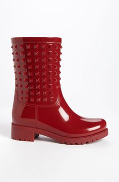 Yes, to these red Rockstud rain boots!