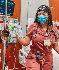 Nursing Goals, Nursing Career, Nurse Aesthetic, Student Midwife, Life Goals Future, Beautiful Nurse, Scrubs Outfit, Career Inspiration, Pediatric Nursing