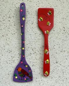 Diy Crafts For Home Decor, Creative Arts And Crafts, Diy Crafts For Gifts, Bottle Painting, Bottle Art, Bottle Crafts, Wooden Spoon Crafts, Wooden Art, Painted Spoons