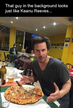 Keanu eats pizza as Keanu watches from behind.That guy in the background looks like Keanu Reeves (must be a glitch in the Matrix) Keanu Reeves John Wick, Keanu Charles Reeves, Keanu Reeves Meme, Glitch In The Matrix, Keanu Reaves, Funny Jokes, Hilarious, Funny Gags, Memes Humor