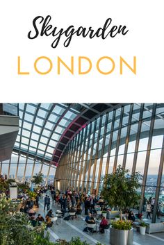 Eine tolle Möglichkeit London von oben zu betrachten ist der Skygarden. Der öffentliche Garten befindet sich im obersten Stockwerk eines Skyscrapers. Das Gebäude, welches wegen seiner ungewöhnlichen Form auch Walkie Talkie genannt wird, liegt in der 20 Fenchurch Street.
