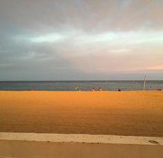 Aquel momento en que el sol está a puntito de irse y nos pinta de naranja! #sinfiltros #beach #sea