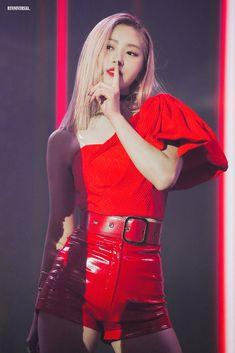 Shin Ryujin - in shiny red shorts. Shin Ryunjin, Calf Ryunjin, Thigh and Knee Ryujin any part of the leg as far as I'm concerned. Bad Girl Good Girl, New Girl, Cool Girl, Kpop Girl Groups, Korean Girl Groups, Kpop Girls, Stage Outfits, Kpop Outfits, Girls Generation