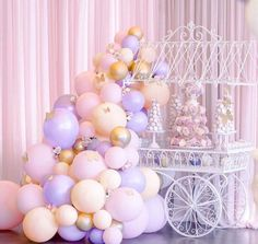 Baby Shower Purple, Butterfly Baby Shower, Baby Girl Shower Themes, Lavender Baby Showers, Pastel Balloons, Gold Confetti Balloons, Balloon Arch, Balloon Garland, Lila Party