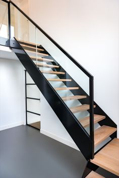Staircase Interior Design, Stair Railing Design, Home Stairs Design, House Design, Interior Architecture, Open Stairs, Glass Stairs, Floating Staircase, Modern Staircase