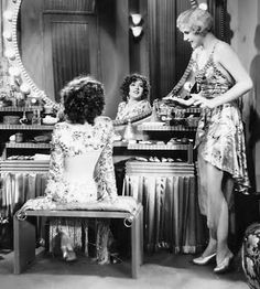 Vintage Vanities & Old Hollywood Glamour - Colleen Moore Glamour Vintage, Glamour Hollywoodien, Glamour Shots, Vintage Vanity, Vintage Beauty, Vintage Makeup, Hollywood Vintage, Old Hollywood Style, Old Hollywood Glamour