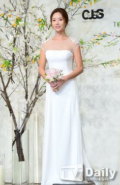 K-actress Hwang Jung Eum Four Months Pregnant and Expecting First Child Kim Jong Min, Hwang Jung Eum, 404 Pages, Expecting Baby, Kpop Girls, One Shoulder Wedding Dress, Actresses, Wedding Dresses, Children