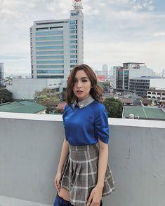 Kyline Alcantara on SPS. Love the silk top. Filipina Beauty, Boy Art, Celebs, Celebrities, Best Actress, Aesthetic Girl, Silk Top, My Idol, High Waisted Skirt