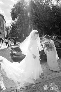 """la boda de Esther y Pedro fue el 31 de mayo en Talavera de la Reina, en Básilica de Nuestra Señora del Prado ,""""llena de cerámica, es preciosa y donde rezo desde pequeña"""" nos cuenta Esther. Esther q..."""