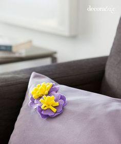 Broche de fieltro en forma de flor