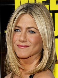 Variety of Jennifer Aniston Bob Haircut hairstyle ideas and hairstyle options. If you are looking for Jennifer Aniston Bob Haircut hairstyles examples, take a look. Jennifer Aniston Haircut, Jenifer Aniston, Medium Hair Cuts, Medium Hair Styles, Long Hair Styles, Haircut Medium, Short Haircut, Medium Bobs, Bob Hairstyles