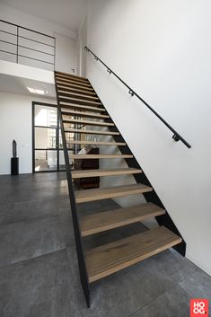Hous Luxe Woningen - Luxe woonhuis in Heesch Open Trap, Stair Art, Floating Staircase, House Stairs, Stairway To Heaven, Industrial Loft, House Entrance, Woodworking Projects Plans, Wall Wallpaper
