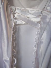 Sew Kansas: Modesty Panel for a corset back Bridal Alterations, Dress Alterations, Diy Fashion, Fashion Design, Fashion Tips, Fashion Trends, Sewing Hacks, Sewing Crafts, Corset Back Wedding Dress