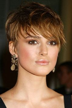 Keira Knightley at the 2005 premiere of 'The Jacket'. http://beautyeditor.ca/2014/02/20/short-haircut-ideas-for-fine-hair