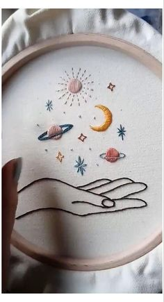 Hand Embroidery Patterns Free, Hand Embroidery Art, Hand Embroidery Videos, Embroidery Flowers Pattern, Embroidery On Clothes, Simple Embroidery, Vintage Embroidery, Embroidery Kits, Embroidery Stitches Tutorial