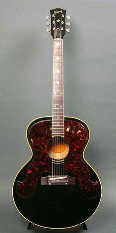 Gibson Everly Brothers (1964) : Spruce top, Maple back & sides. Brazilian Rosewood fingerboard and bridge.