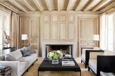 Walls paneled in white oak set off contemporary furnishings in an Alabama home. | Photo: @melanieacevedophoto, Design: Liz Hand Woods