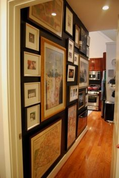 Black hallway to bedroom. White trim, dark floors Hall Photos Black Wall Design, Pictures, Remodel, Decor and Ideas Black Rooms, Black Walls, Green Walls, Black Hallway, Wall Design, House Design, Modern Hall, Modern Decor, Traditional Bathroom