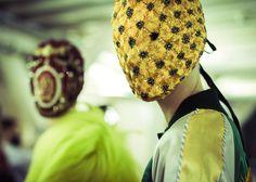 En backstage du défilé Maison Martin Margiela automne-hiver 2014-2015 http://www.vogue.fr/mode/inspirations/diaporama/fwc2014-backstage-defile-maison-martin-margiela-haute-couture-automne-hiver-2014-2015-paris/19538/image/1034332#!2