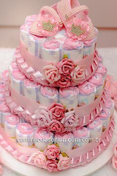 Baby shower ideas decorations for girls diy diaper cakes Super ideas - Cake Decorating Writing Ideen Baby Shower Cakes, Regalo Baby Shower, Baby Shower Signs, Baby Shower Diapers, Baby Shower Decorations For Boys, Baby Shower Centerpieces, Diy Centerpieces, Diy Diaper Cake, Diy Diapers