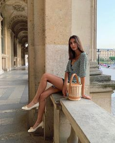 Spring Summer French girl style: Best French fashion brands to wear every day – Mode Rsvp Parisian Style Fashion, French Fashion, Girl Fashion, Paris Style, Fashion Top, Classic Fashion, Holiday Fashion, Ladies Fashion, Moda Instagram