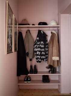 All pink entryway Hallway Inspiration, Interior Inspiration, Hallway Storage, Storage Spaces, Interior Design Living Room, Hall Interior, Sweet Home, Entryway, Home Decor