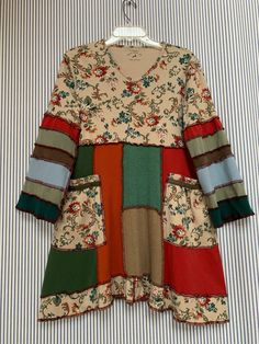 Upcycled Refashioned Patchwork Cotton T-Shirt Tunic Dress, Colorful Vintage Floral Top, Boho Shabby Chic Artsy Clothing – Upcycling DIY-Selbermachen Floral Vintage, Vintage Colors, Dress Vintage, Patchwork Dress, Boho Chic, Shabby Chic, Snoopy, Chic Outfits, Boho Fashion