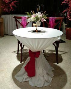 Meja diameter 80 cm dengan taplak bahan lotto warna Broken white pita satin bridal fushia Table, Furniture, Home Decor, Decoration Home, Room Decor, Tables, Home Furnishings, Home Interior Design, Desk